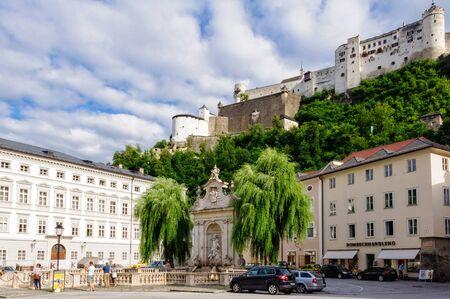 Hohensalzburg Castle and Chapter Square (Kapitelplatz) - Salzburg, Austria Redactioneel