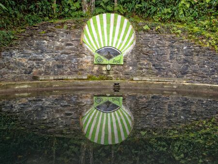 Camino scallop shell and its reflection in a pond - San Xil, Galicia, Spain Publikacyjne