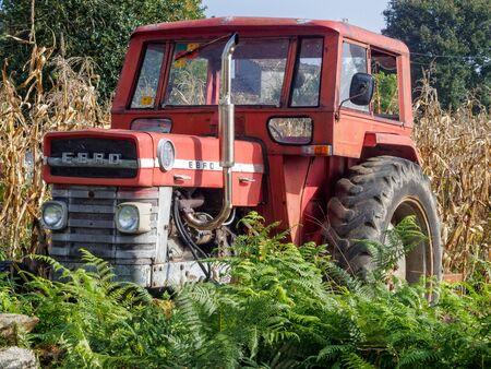 Discarded Ebro tractor - Palas de Rei, Galicia, Spain Publikacyjne