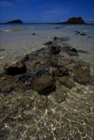 pierre dans une plage de Nosy Be Madagascar