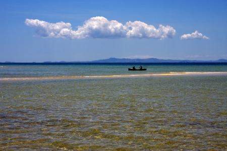 petit bateau dans l'oc�an, nosy be, madagsacar Banque d'images