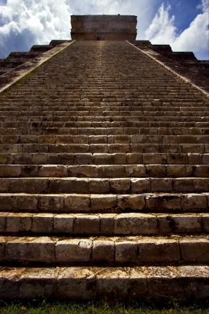 the stairs of chichen itza temple kukulkan  el castillo quetzalcoatl Stock Photo