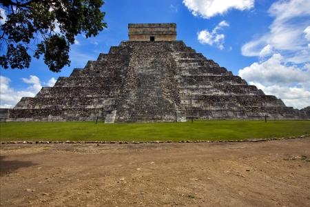 the stairs of chichen itza temple kukulkan  el castillo quetzalcoatl photo