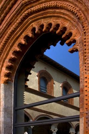architrave: castello sforzesco e il suo riflesso