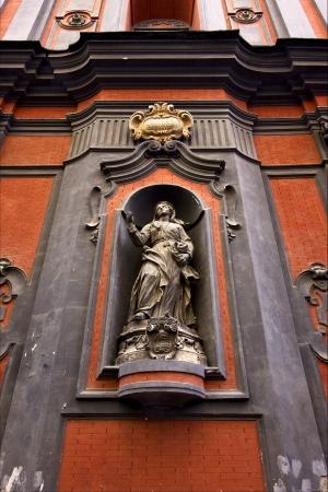 kilo:  statue of a women   in the centre of napoli italy church san domenico kilo square