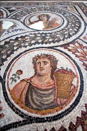 pi�ce de mosa�que de c�ramique au Mus�e monument de la tunisie barde