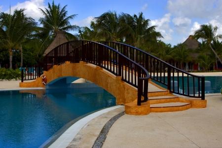 M�xico Piscina palmera m�rmol paz y relax cerca de la playa del Caribe photo