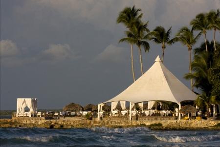 republica dominicana tur?stica tienda de costa de m?rmol paz y tranquilidad cerca de la playa del Caribe photo