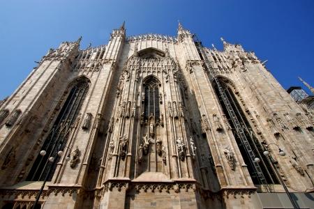 rose window: guglia Italia Chiesa rosone la parte anteriore del Duomo di Milano e di colonna Archivio Fotografico