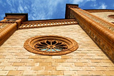 rose window: Villa Cortese chiesa Italia varese la vecchia porta d'ingresso e mosaico giornata di sole rosone Archivio Fotografico