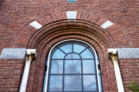 rose window: Italia Lombardia nella vecchia chiesa muro torre di mattoni chiuso cardano campo rosa tegola finestra