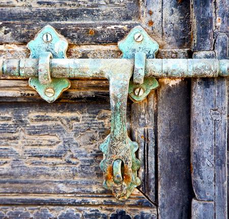 canarias: door abstract  spain canarias brass brown knocker in a green closed wood    lanzarote