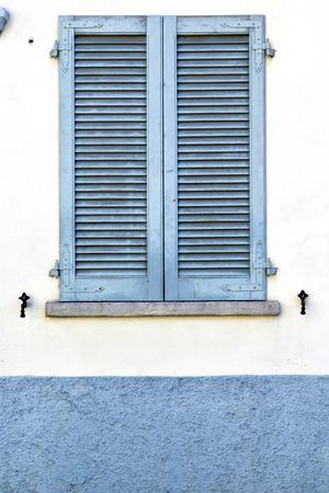 sunny day: gris ventana de resumen de madera soleado d�a persiana veneciana en el ladrillo de hormig�n