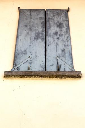 obturateur Europe Italie Lombardie dans la vieille fen�tre milano ferm� brique abstraite