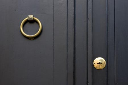un heurtoir de porte clignotent sur Colonia del Sacramento uruguay Banque d'images