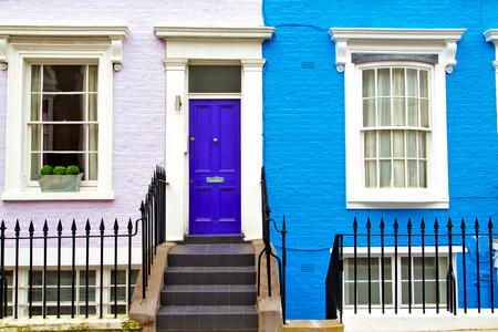 Notting Hill em Londres Inglaterra porta parede suburbano e antigo velho Imagens