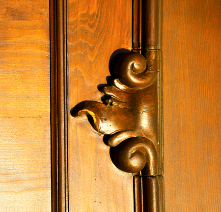 rusty nail: incision  house door    in italy   lombardy   column  the milano old        closed nail rusty