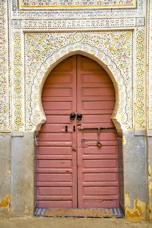 historical in  antique building door morocco style africa   wood and metal rusty Banque d'images