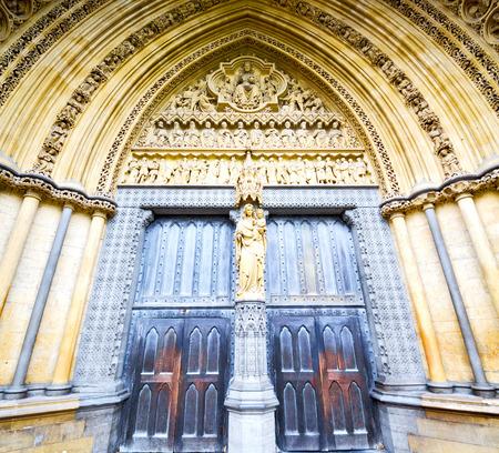 rose window: rose window weinstmister  abbey in london old church door