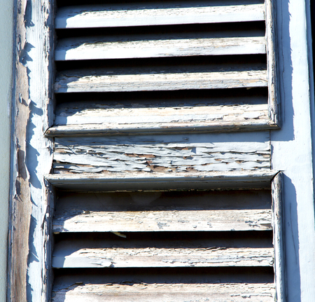 store venitien: grey window   castellanza   palaces italy   abstract  sunny day    wood venetian blind in the concrete  brick Banque d'images