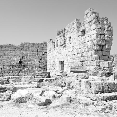 templo romano: construcción antigua en Turquía asia la columna y el templo romano Foto de archivo