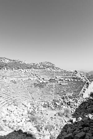 vieux temple et le th��tre dans Termessos Antalya Turquie ciel asie et les ruines