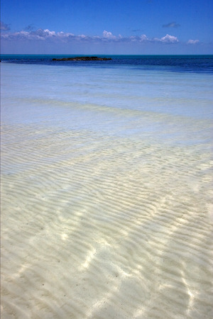 blue lagoon: laguna tropicale schiuma collina navigabile nuvoloso rilassarsi e costa in caraibbien laguna blu sian kaan messico
