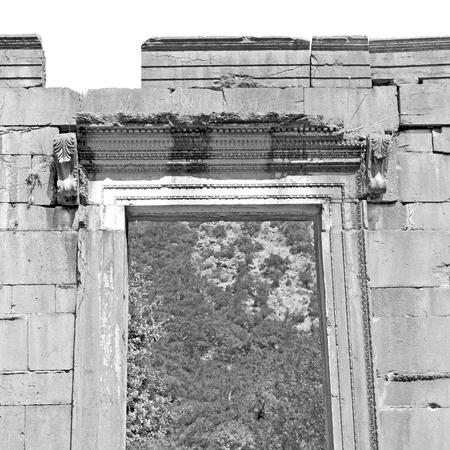 Roman temple: asia olympos  greece and  roman    temple   in  myra  the    old column  stone  construction Foto de archivo