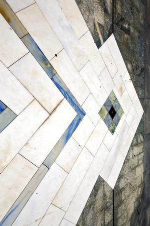 sanpietrini busto arsizio via lombardia Italia varese pavimentazione astratta di una chiesa e marmo