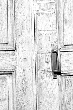hinge: antique old door and ancien wood closed house hinge