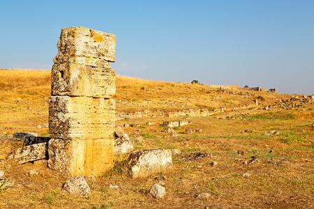 Roman temple: pamukkale    old     construction in asia turkey the column  and the roman temple Foto de archivo