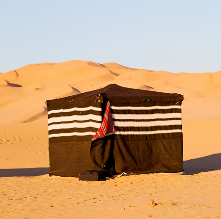 desert oasis: empty quarter and nomad tent of berber people in oman the old desert