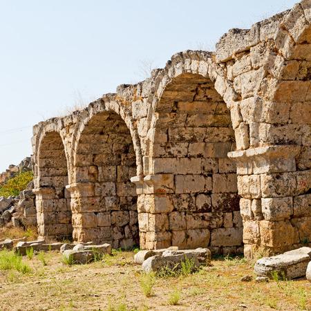 Roman temple: asia Grecia y un templo romano en Atenas la antigua construcci�n de piedra columna