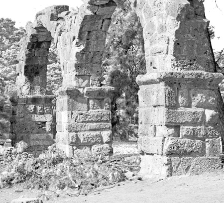 templo romano: asia olympos    greece and  roman    temple   in  myra  the    old column  stone  construction