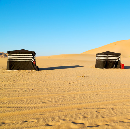 empty quarter and nomad tent of berber people in oman the old desert