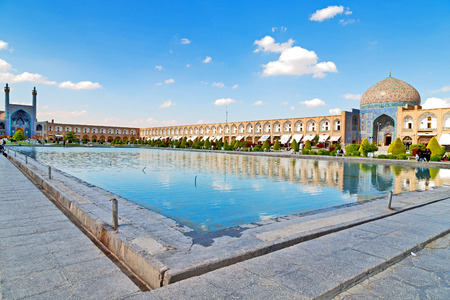 blur in iran   the old square of isfahan prople garden tree heritage tourism and mosque 報道画像