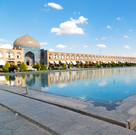 blur in iran   the old square of isfahan prople garden tree heritage tourism and mosque Standard-Bild