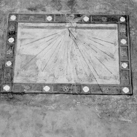 Decoratie Voor Aan De Muur.In Italie Zonnewijzer En Gnomon Antieke Historische Middeleeuwse Decoratie Muur