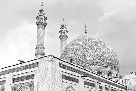 Desenfoque en Irán y de edad, antiguo minarete de la mezquita religión arquitectura persa Foto de archivo - 77654874