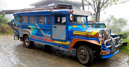 In Azië Filipijnen is de typische bus voor toeristisch vervoer