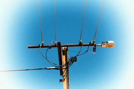 sur l & # 39 ; australie le concept de la ligne électrique avec pôle électrique dans le ciel clair