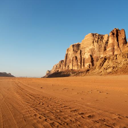 in the wadi rum desert of jordan  sand and mountain  adventure destination Banco de Imagens - 89471426