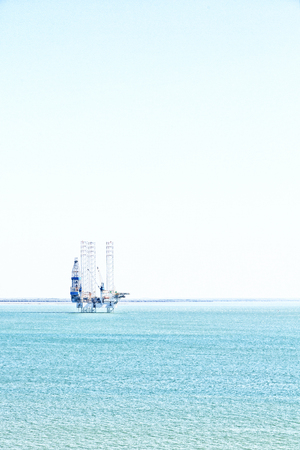 In Australia the concept of industrial with an off shore platform in the clear ocean Stockfoto