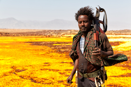 ETHIOPIA,DANAKIL-CIRCA  JANUARY 2018--unidentified irregular soldier looking at the state boarder Redactioneel