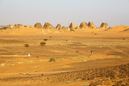 in africa sudan meroe the antique pyramids of the black pharaohs in the middle of the desert Imagens