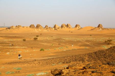in africa sudan meroe the antique pyramids of the black pharaohs in the middle of the desert 스톡 콘텐츠