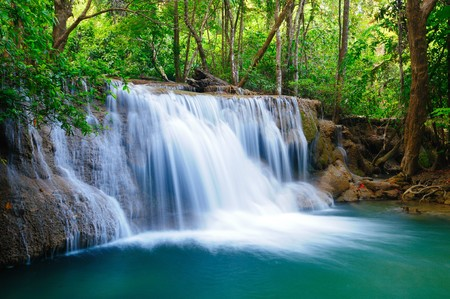 Profonda foresta cascata a Kanchanaburi, in Thailandia  Archivio Fotografico - 7500692
