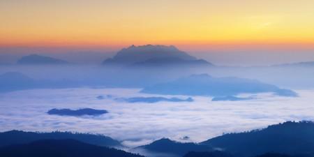 Misty Mountain at morning, Huay nam dang National park, Chiangmai ,Thailand  Banco de Imagens