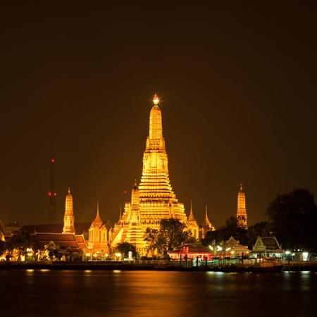 Wat Arun, The Temple of Dawn, at twilight, view across river. Bangkok, Thailand photo