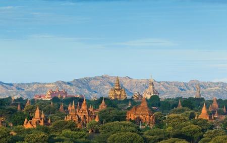 Myanmar: Les temples de Bagan au lever du soleil, Bagan, Myanmar Banque d'images